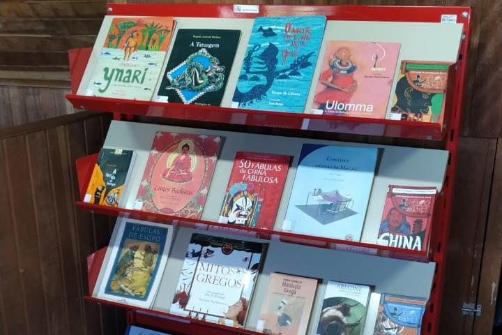 Casa de Leitura Walmor Marcelino, no Sítio Cercado, tem 6,6 mil livros em suas estantes. Foto: Divulgação